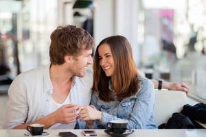 10 kérdés, ami beindítja a társalgást egy randin